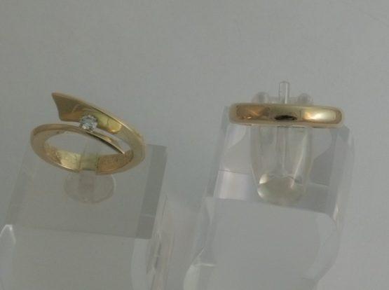 trouwringen van oud goud met diamant